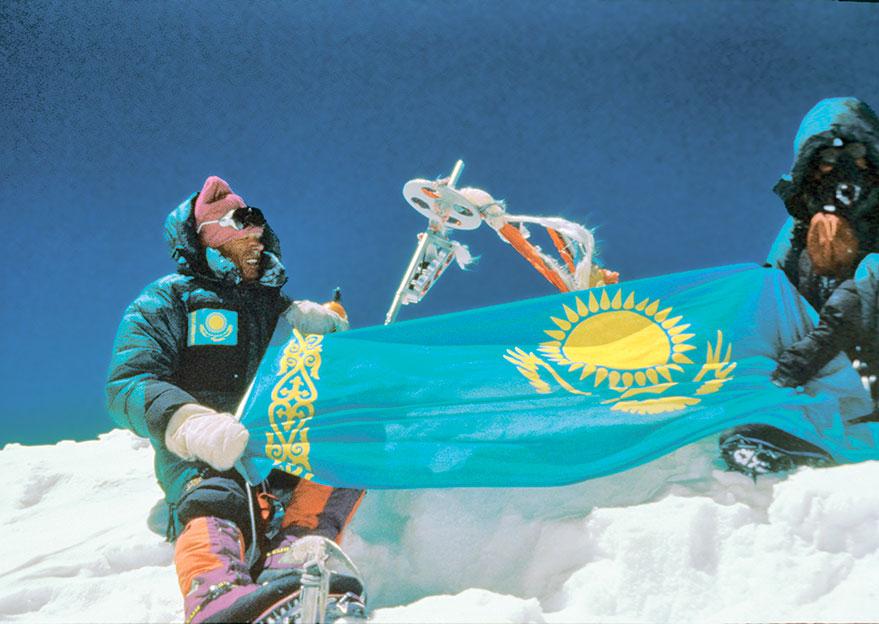 Анатолий Букреев на вершине Эвереста